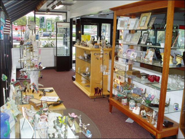 commercial custom glass shelving